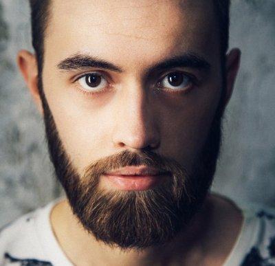 Почему борода не растет в некоторых местах